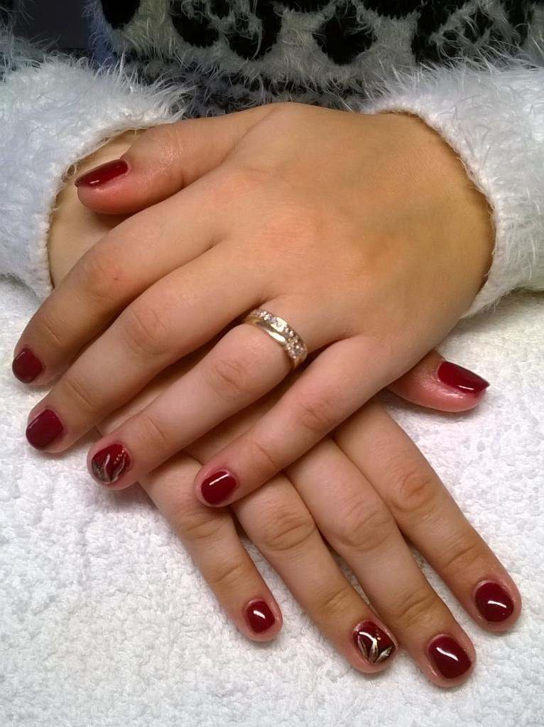 Ongles bordeaux gel - Photo ongle gel ...
